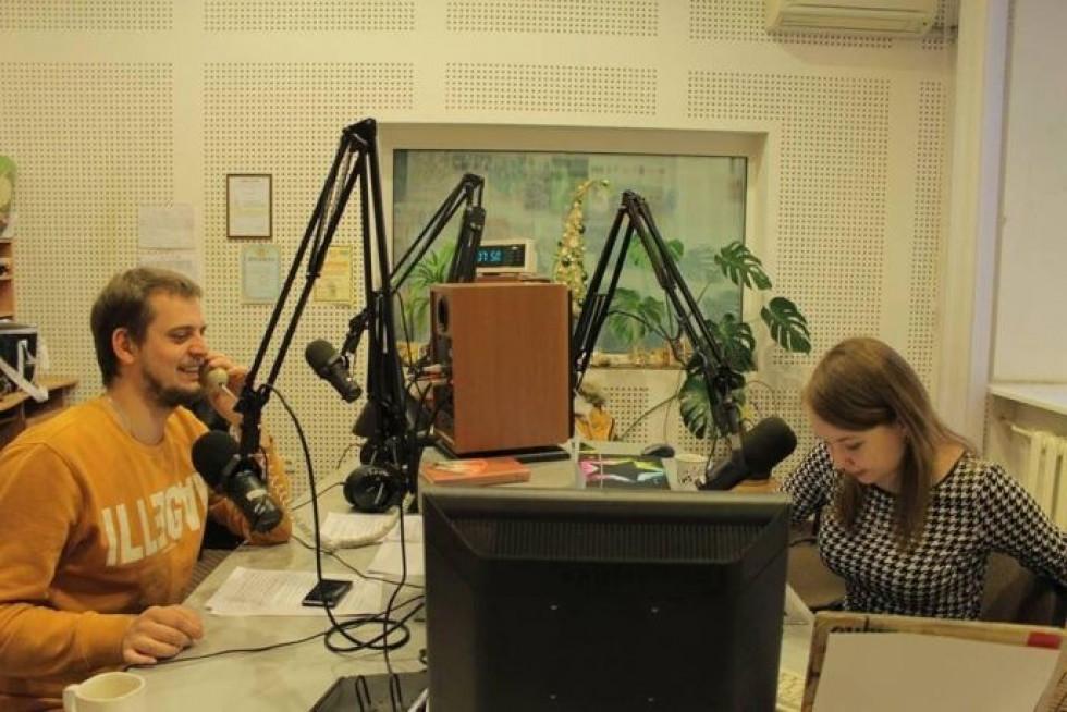 Радіоведучі Юрій Кльоц та Анастасія Передрій