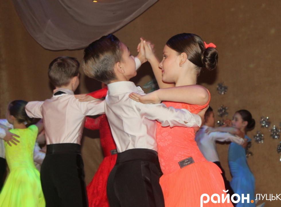 Юні танцюристи взяли участь у виставі-казці