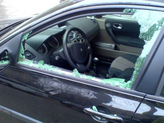 Розбите скло в автівці