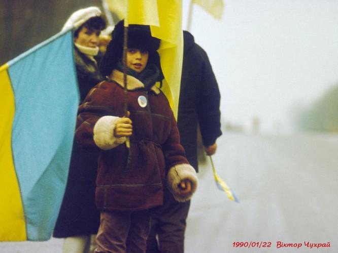 Хлопчик з прапором України