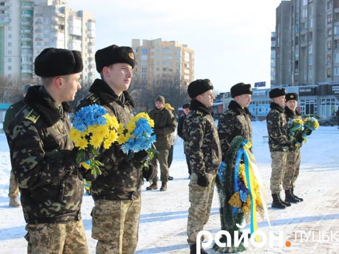 Квіти борцям за волю і незалежність України
