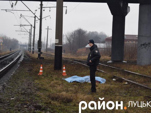 Поліцейський біля трупа