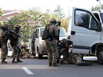 З автоматами і бензопилою: бійці «Корду» забрали лучанина з квартири