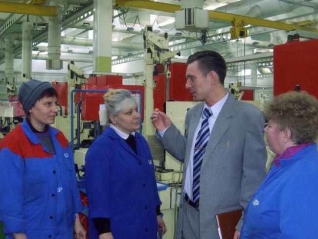 2005 рік, Дмитро Глазунов у цехах СКФ Україна розповідає про переваги ВОЛК