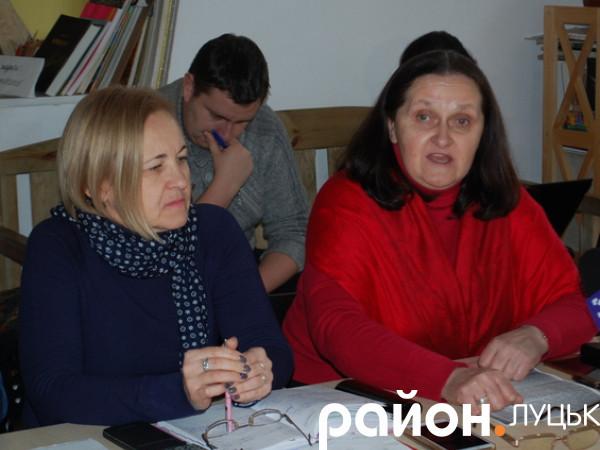 Справа - Тетяна Іовенко