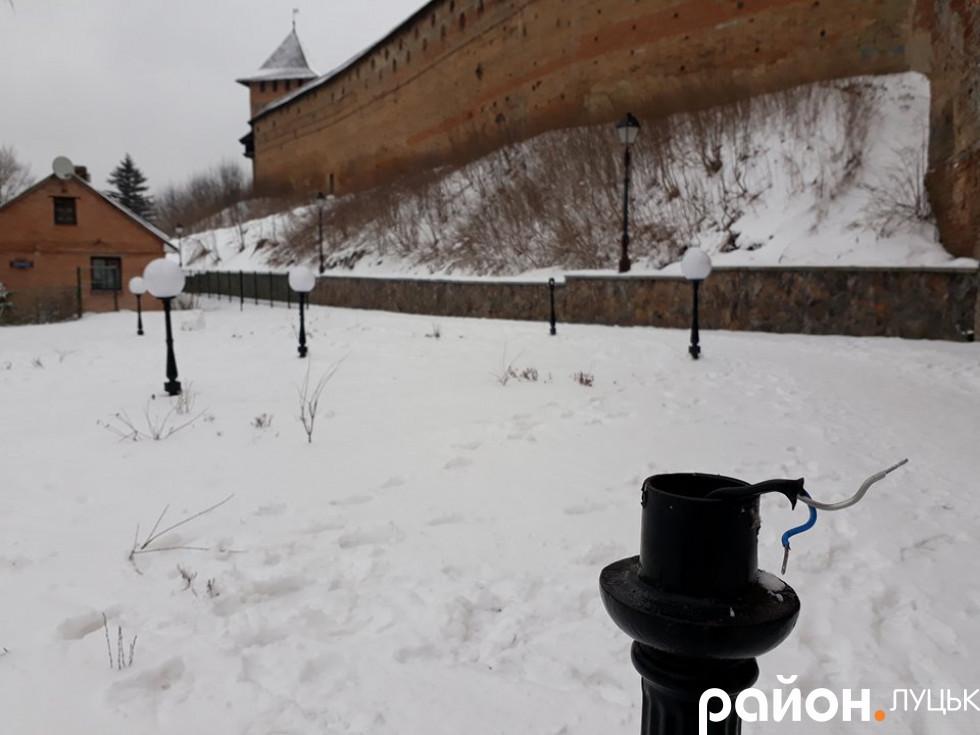 «Краса» на фоні замку