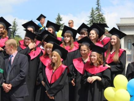 У Луцьку вручать дипломи магістрам