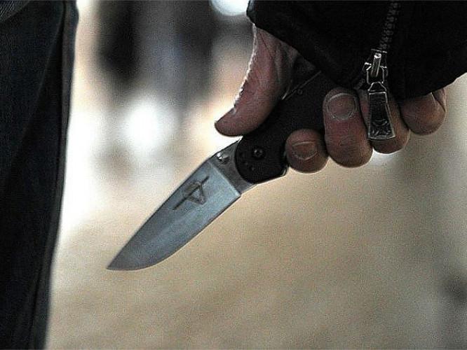Хлопець отримав ножове поранення