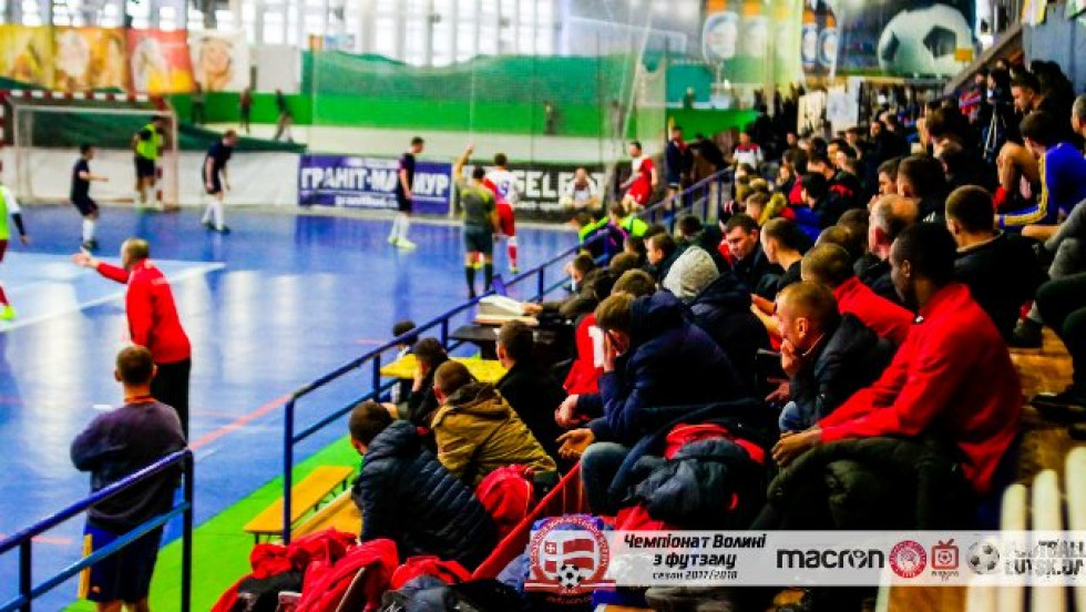 На матч «Мар'янівки» проти «Сахарадо» у Другій лізі зібралося дійсно багато людей