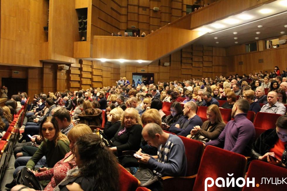 Вистава зібрала повний зал глядачів