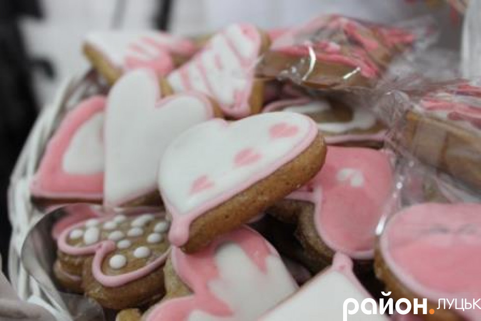 А ще можна скуштувати романтичного печива