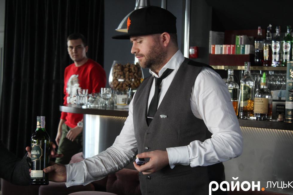 Бренд-бармен компанії Андрій Косачов розказував про обосливості кожного напою