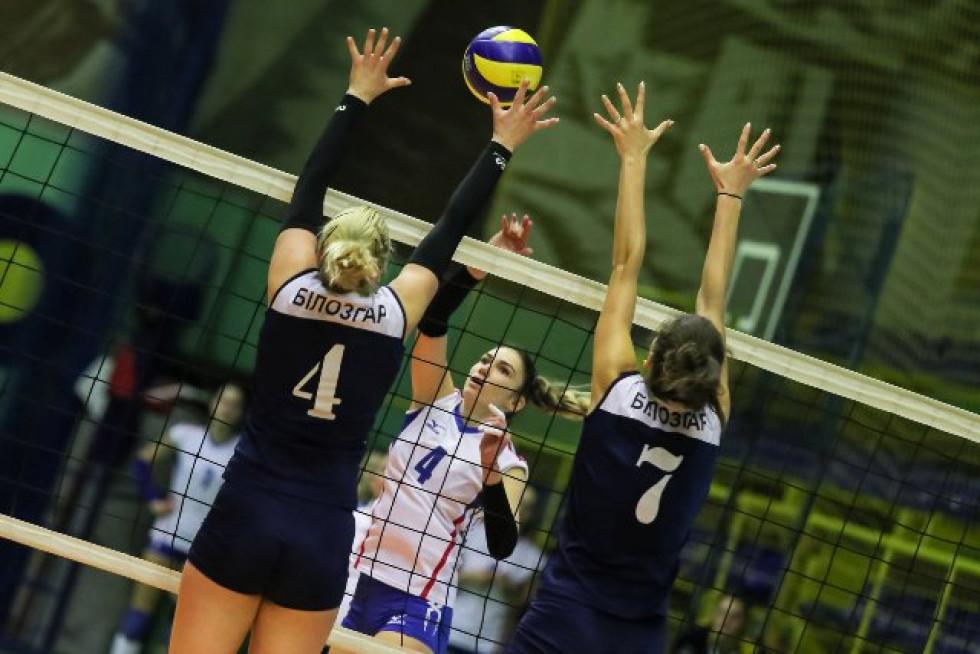 Анастасія Тищенко (у центрі) повернулася на майданчик у грі за «Волинь-Університет»