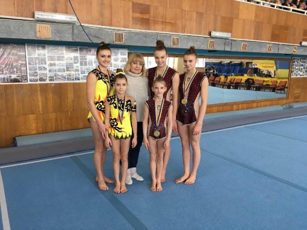 Луцькі акробатки та їх наставниця Олена Кришпінович приїхали з Вінниці з успішними результатами