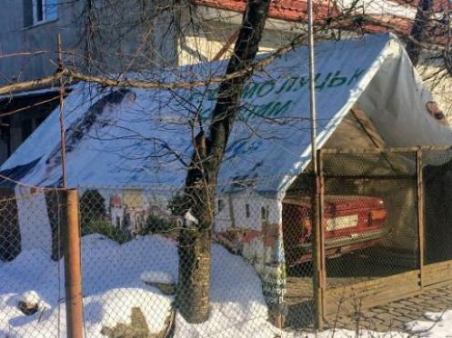 Автівка накрита передвиборчимми білбордами Ігоря Палиці