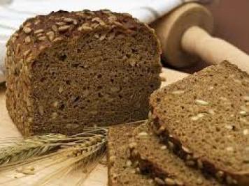 Луцьке подружжя роздає хліб нужденним