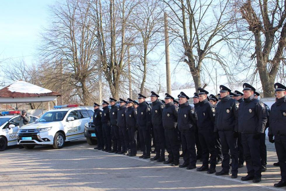 Сьогодні в Управлінні патрульної поліції у Волинській області урочисто склали присягу на вірність українському народові 35 нових співробітників