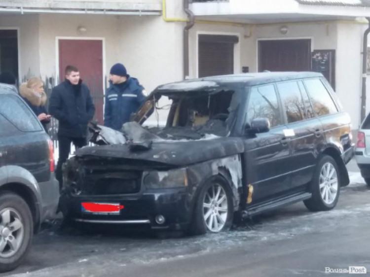 Розповіли подробиці загоряння автівки на вулиці Нестoра Бурчака.