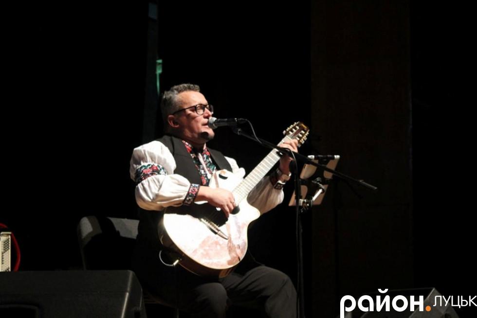 Юрій Поліщук виконав пісні на патріотичну тематику