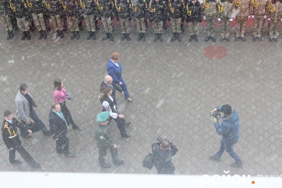 Марина Порошенко прибуває з невеликим запізненням