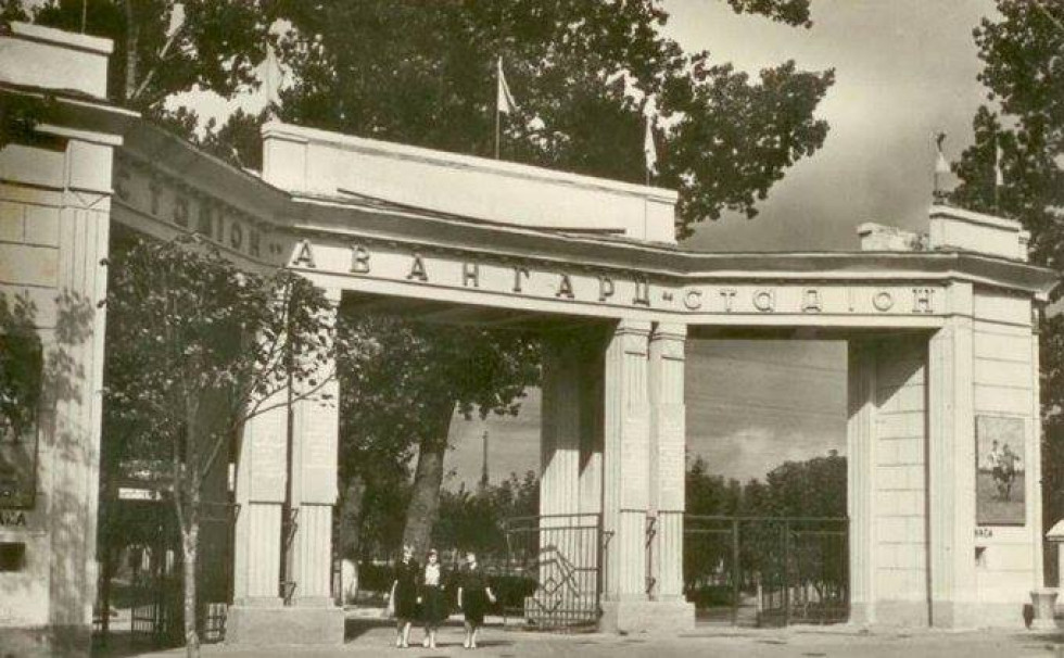 Вхідна брама колишнього стадіону