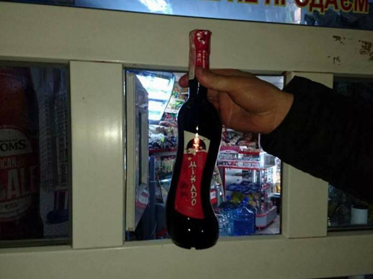 Муніципали придбали пляшку вина