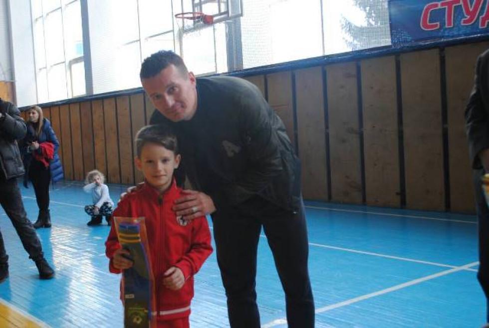 Нагороди дітям вручав один із їх кумирів - Артем Федецький