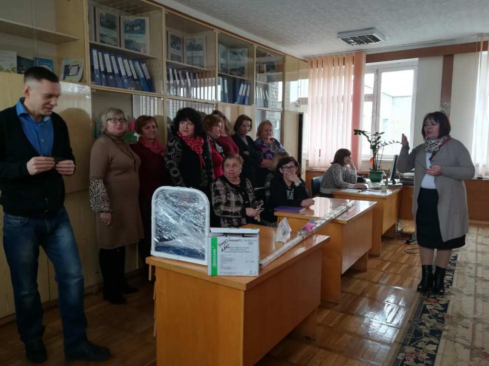 Дмитро Глазунов подарував медпункту школи два апарати для вимірювання тиску, термометри, ростомір