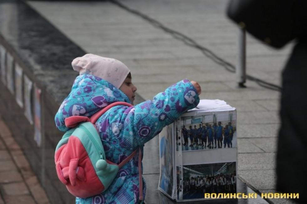 Допомагають навіть маленькі діти