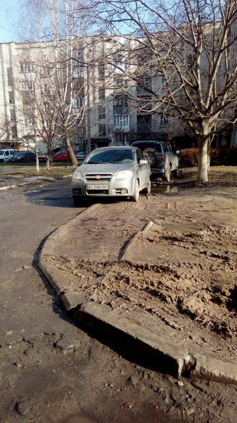 Машини залишають величезні сліди