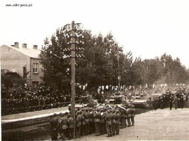 Танки 7ТР були присутні і на параді військової техніки в Луцьку у вересні 1938 року, що відбувався на теперішньому проспекті Волі