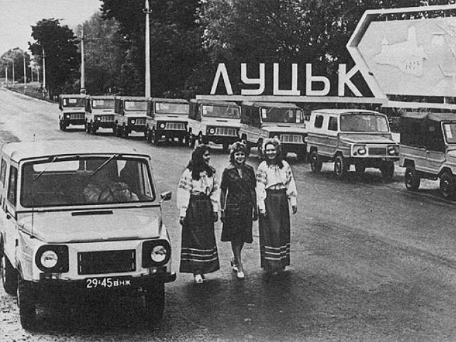 Луцькі автомобілі на в'їзді в Струмівку