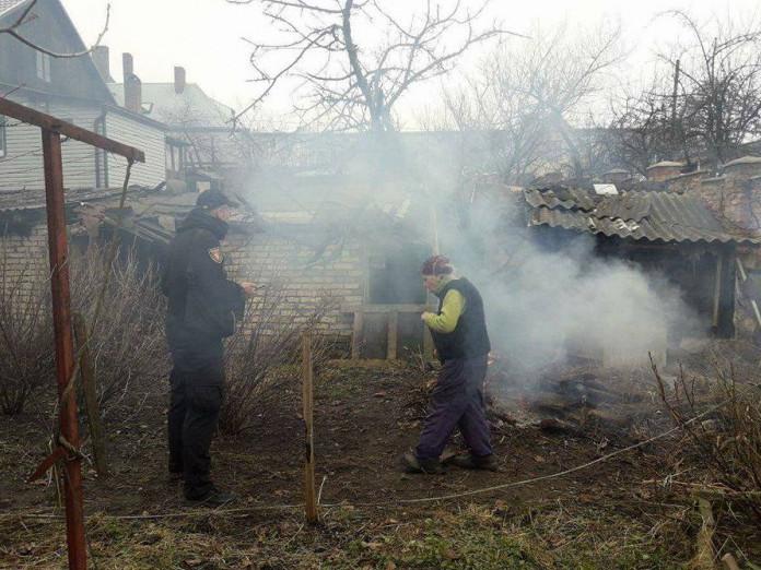 У Луцьку мунвартівці змусили бабцю погасити багаття у дворі