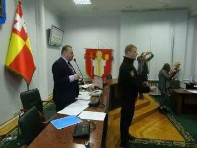 Кілька муніципалів закрили секретаря Луцької міської ради Григорія Пустовіта від залу