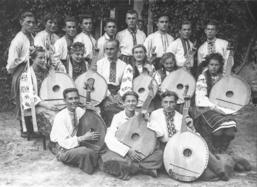 Капела бандуристів міста Луцька. Фото було зроблене в проміжок між 1930-1939 роками.