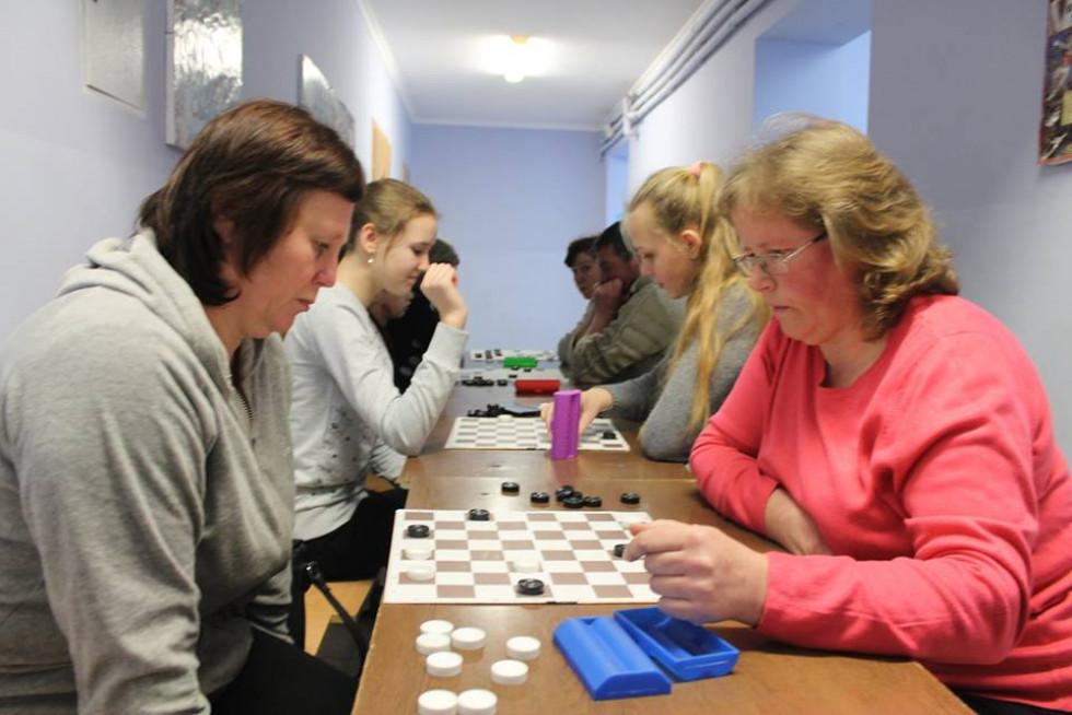 Учасники також грали шашки