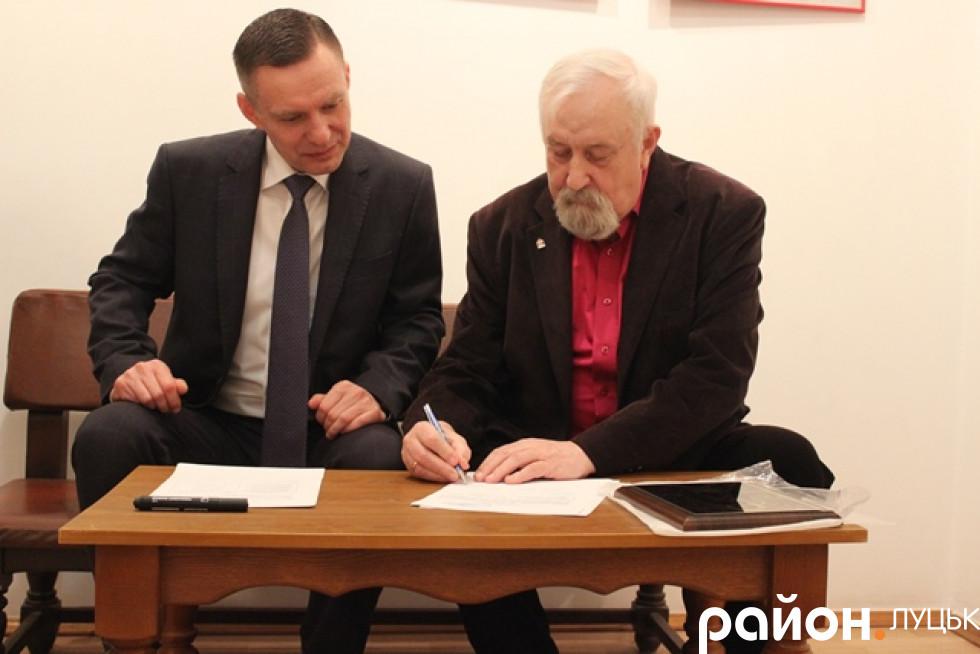 Підписали договір, згідно з яким ікона належить музеєві