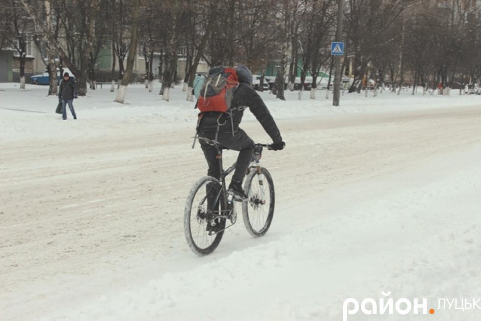 Велосипедисту не страшна негода