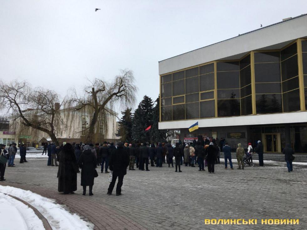 Нечисленний мітинг відбувся на Театральній площі