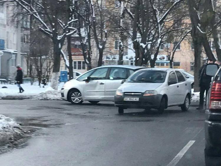 Аварія на перехресті Шухевича-Грушевського