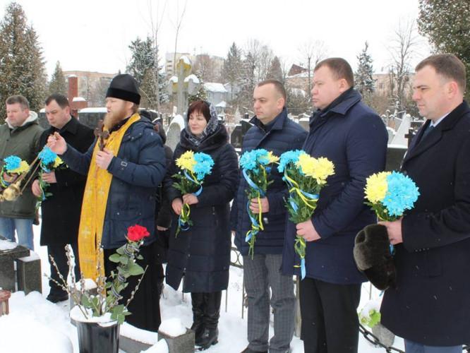 У Луцьку вшанували пам'ять трагічнo загиблoгo Віктора Мандзика