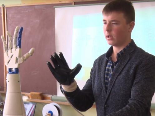 Дев'ятикласник Рувім Панюта розробив роботоруку