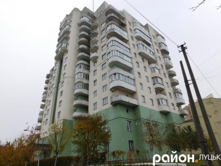 Дозволять приватизувати помешкання на бульварі Дружби Народів, 4 та Шевченка, 88