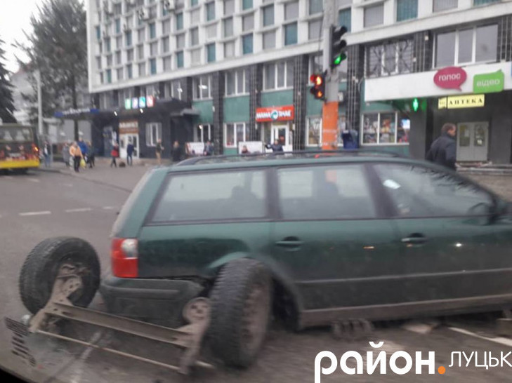 Пошкоджена автівка через нетверезого водія