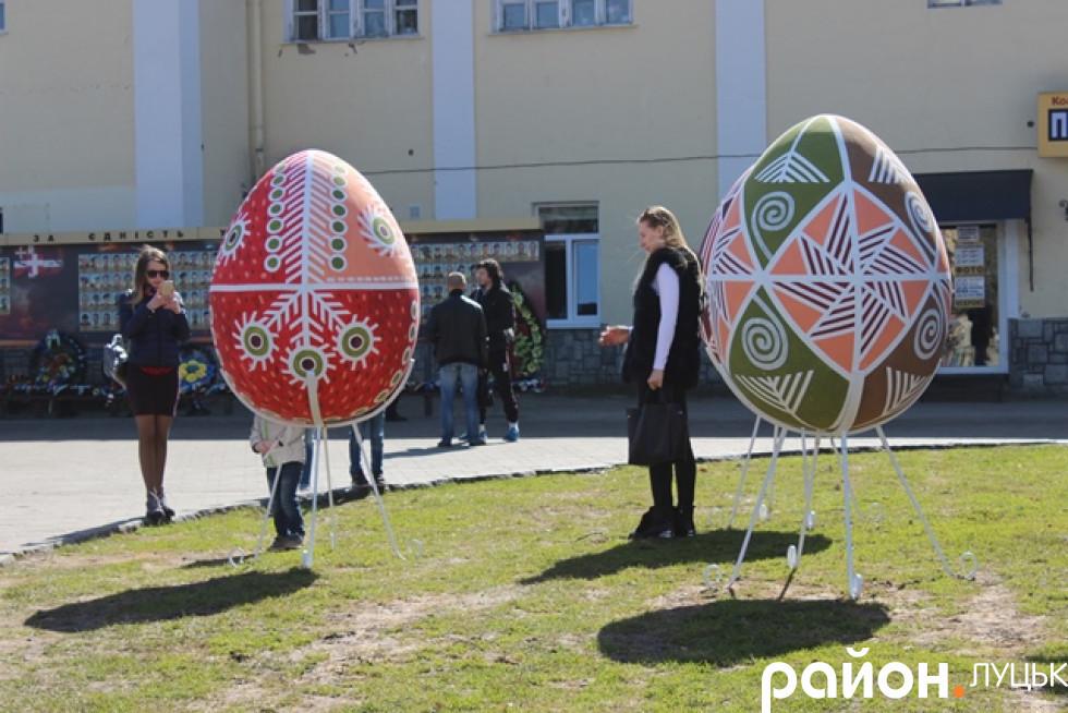 Лучани вже фотографуються з яйцями