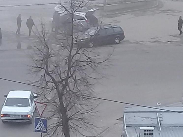 На Львівській задимла автівка