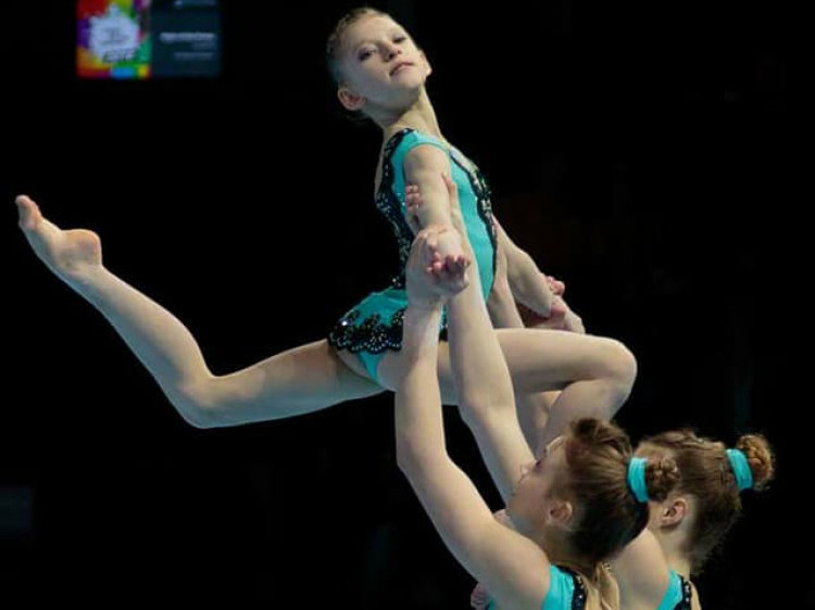 Луцькі акробатки під час виступів на бельгійському чемпіонаті світу