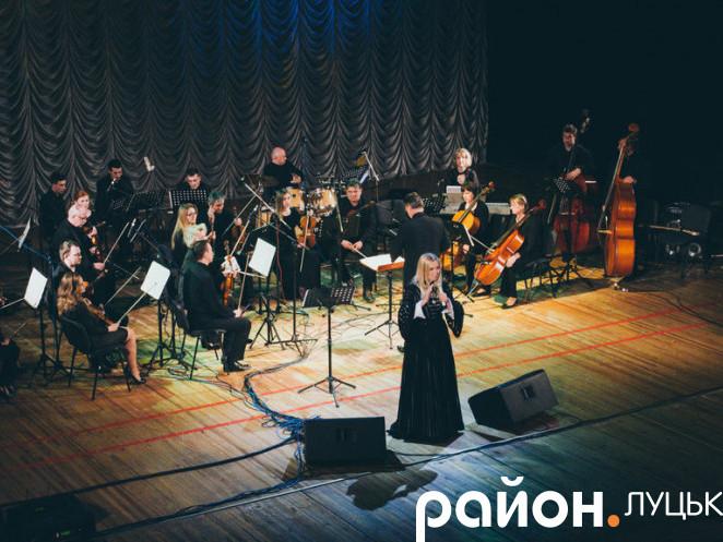 Тоня Матвієнко разом з оркестром «Bravissimo»