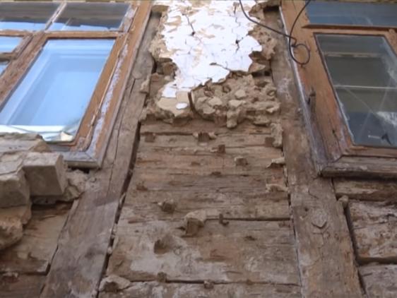 У Луцьку обвалюється один зі старих будинків