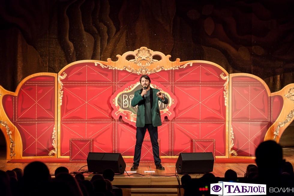 На завершення виступу він повідомив, що з кожного концерту колектив виділяє суму на допомогу бійцям АТО